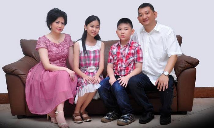 Bersama keluarga besar yang selalu memberikan dukungan dalam karir dan kehidupannya