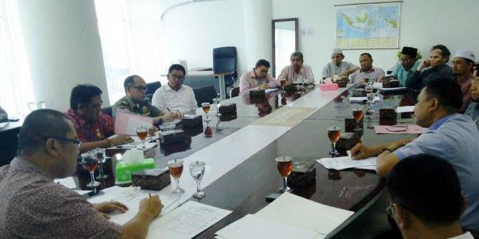 Warga dan Jemaah Masjid An Nazafah saat melakukan Rapat Dengar Pendapat dengan Anggota DPRD Medan, MUI Kota Medan dan Dinas Pariwisata Medan, beberapa waktu lalu.