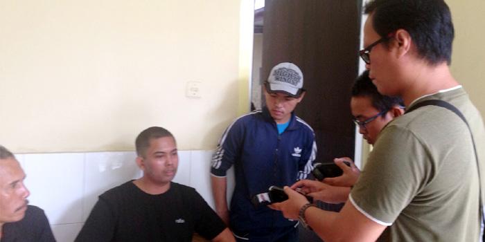 Fransiskus Subihardayan saat diliput sejumlah wartawan di ruang Simalungun, RS Bhayangkara, Medan, Sabtu (17/10/2015). [Foto: Istimewa]