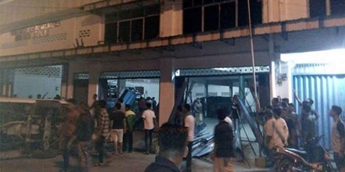 Bangunan yayasan sosial di Jalan WR Supratman turut dirusak warga